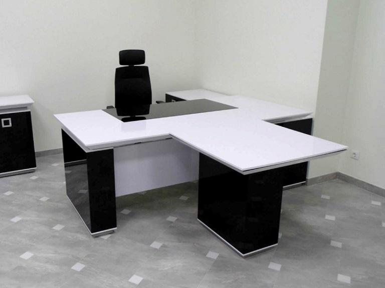 Белый стол в кабинет руководителя Морион с брифингом