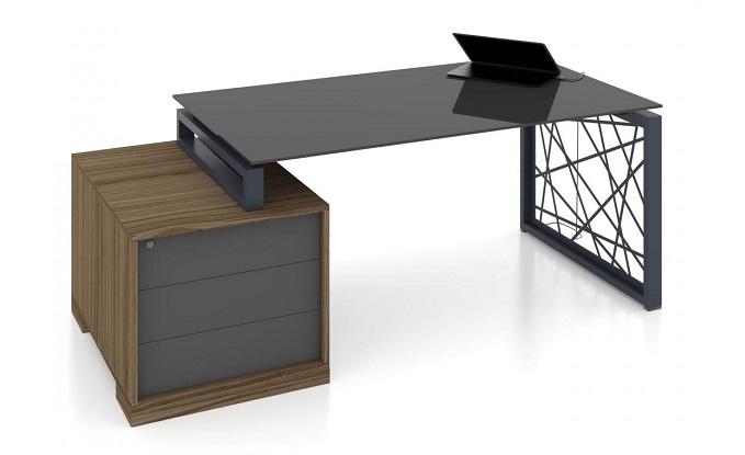 Стеклянный стол в офисный рабочий кабинет